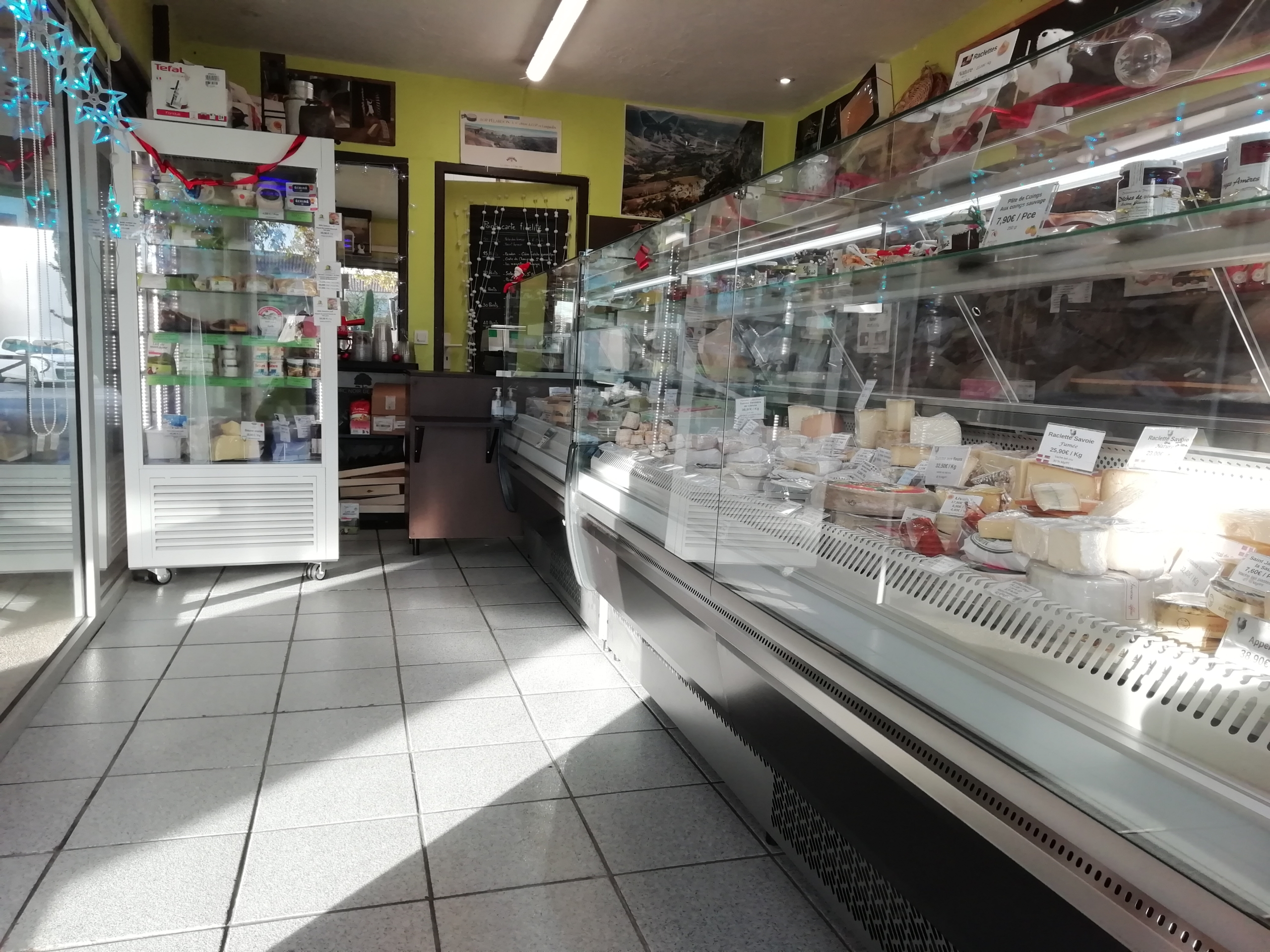 NOUVELLE INSTALLATION VITRINES FROMAGERIE